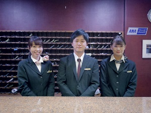東洋ホテル株式会社/ビジネスホテルの男女フロントスタッフ/シフト制勤務