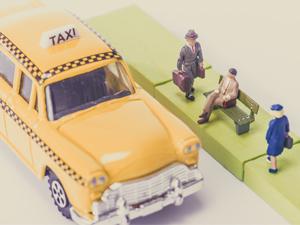 大丸タクシー株式会社/普通自動車運転免許だけで始められるタクシー乗務員(免許取得費用全額負担)/ハイヤーへの途もあります