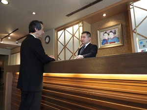 株式会社平新/フロントスタッフ ◎未経験・第二新卒OK!京都で働きたい方大歓迎!