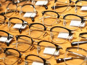 アール・シー・ピー株式会社/国内・海外ブランドのメガネ・サングラスを扱う店舗スタッフ/正社員採用/経験者優遇/未経験歓迎