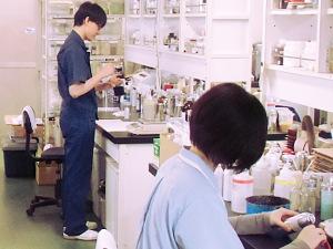 東邦金属工業株式会社/化学製品の研究開発/設立65年の安定企業/化学知識を存分に活かせます