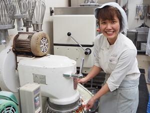 sweets shop FAVORI PLUS 株式会社しんこう/パティシエ(リーダー候補)/商品開発にも携われます!/転勤なし/年間休日105日
