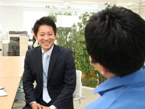 株式会社イントラスト/倉庫内軽作業スタッフ(未経験歓迎/面接1回/社宅・住宅手当)