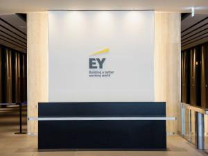 EY税理士法人/財務・経理スタッフ/年間休日124日以上・フレックスタイム制