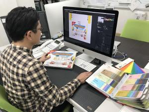 株式会社クラウン・パッケージ/パッケージデザイナー/賞与5カ月分/遅くても21時退社!