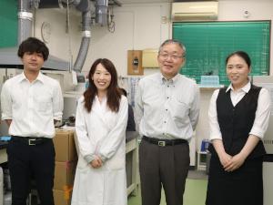 新日本化成株式会社/品質管理/未経験歓迎/分析や実験など幅広い業務に関われる