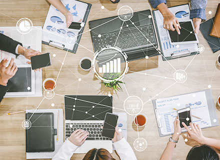 KDDI株式会社/事業企画/KDDIコンシューマ向け事業の中期経営計画策定・事業戦略立案/年収500万円以上/WEB面接実施