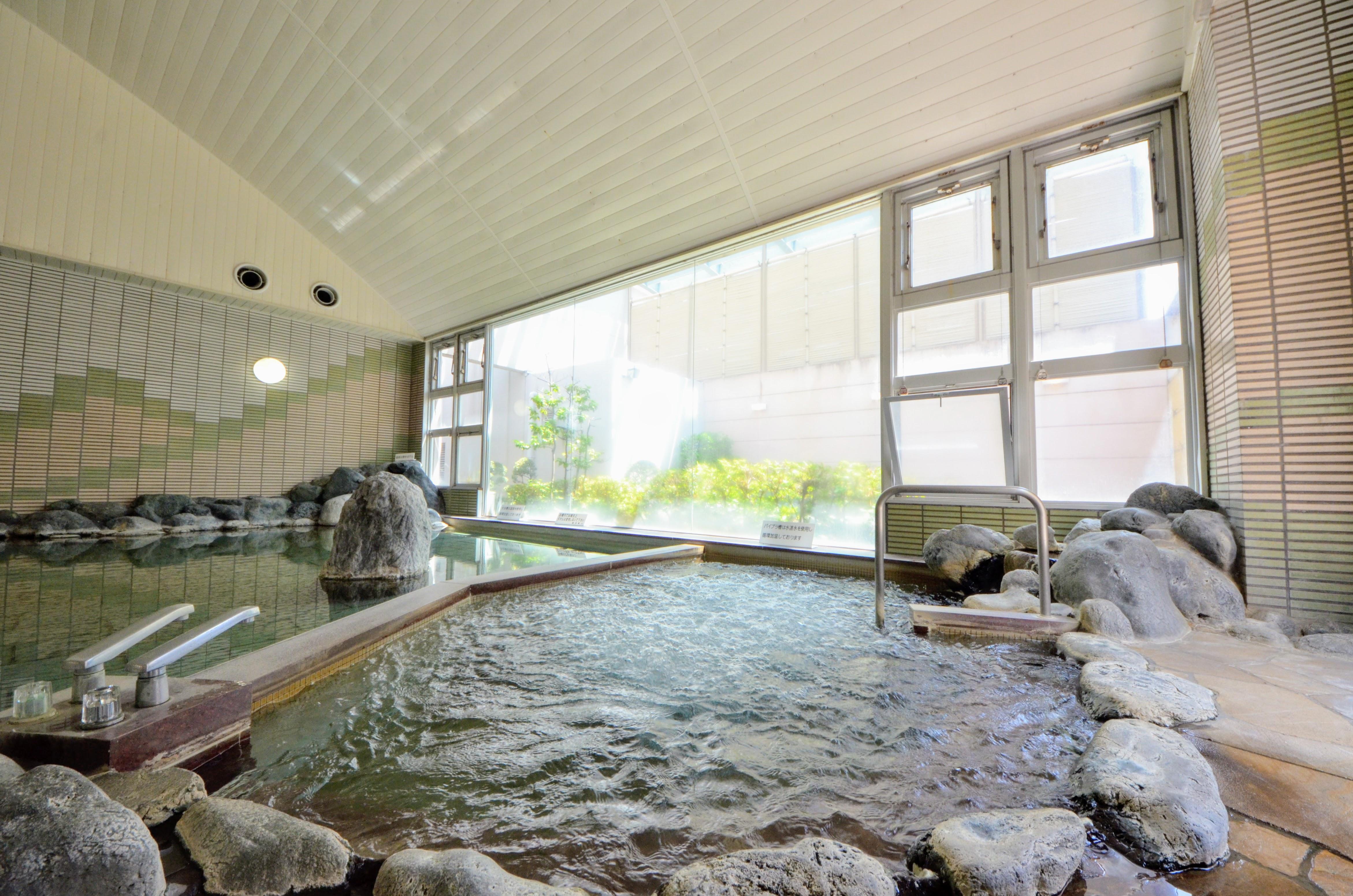 大浴場 温泉は、ph9.1のアルカリ性単純泉の源泉を加水せずに引いています。