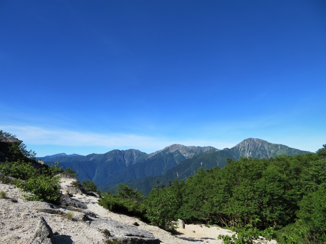 You can enjoy a panoramic view of the three peaks of Shirane, including Kitadake.