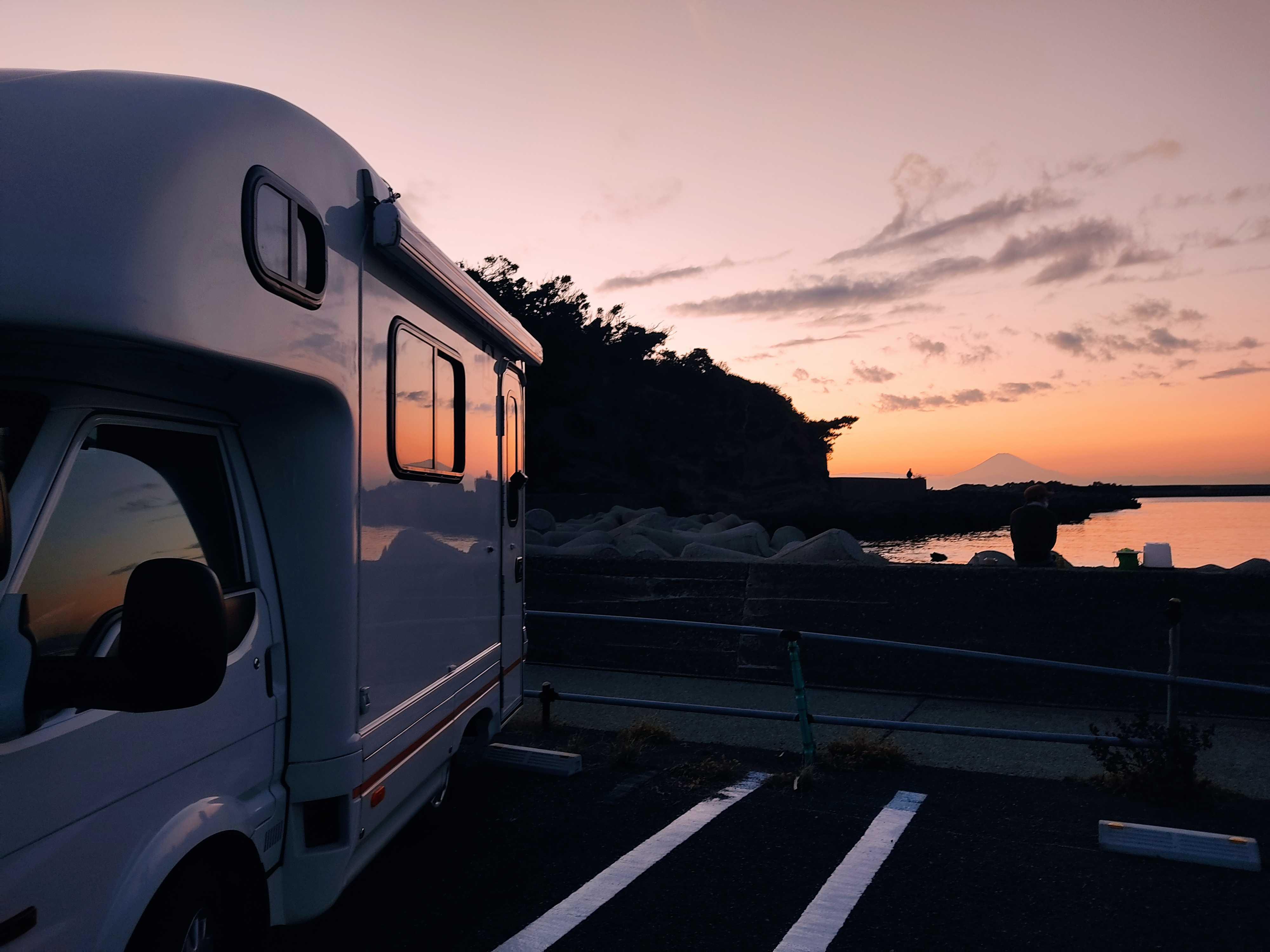 夕焼けと富士山がきれいに見れます。夜は星がきれいに見えます。