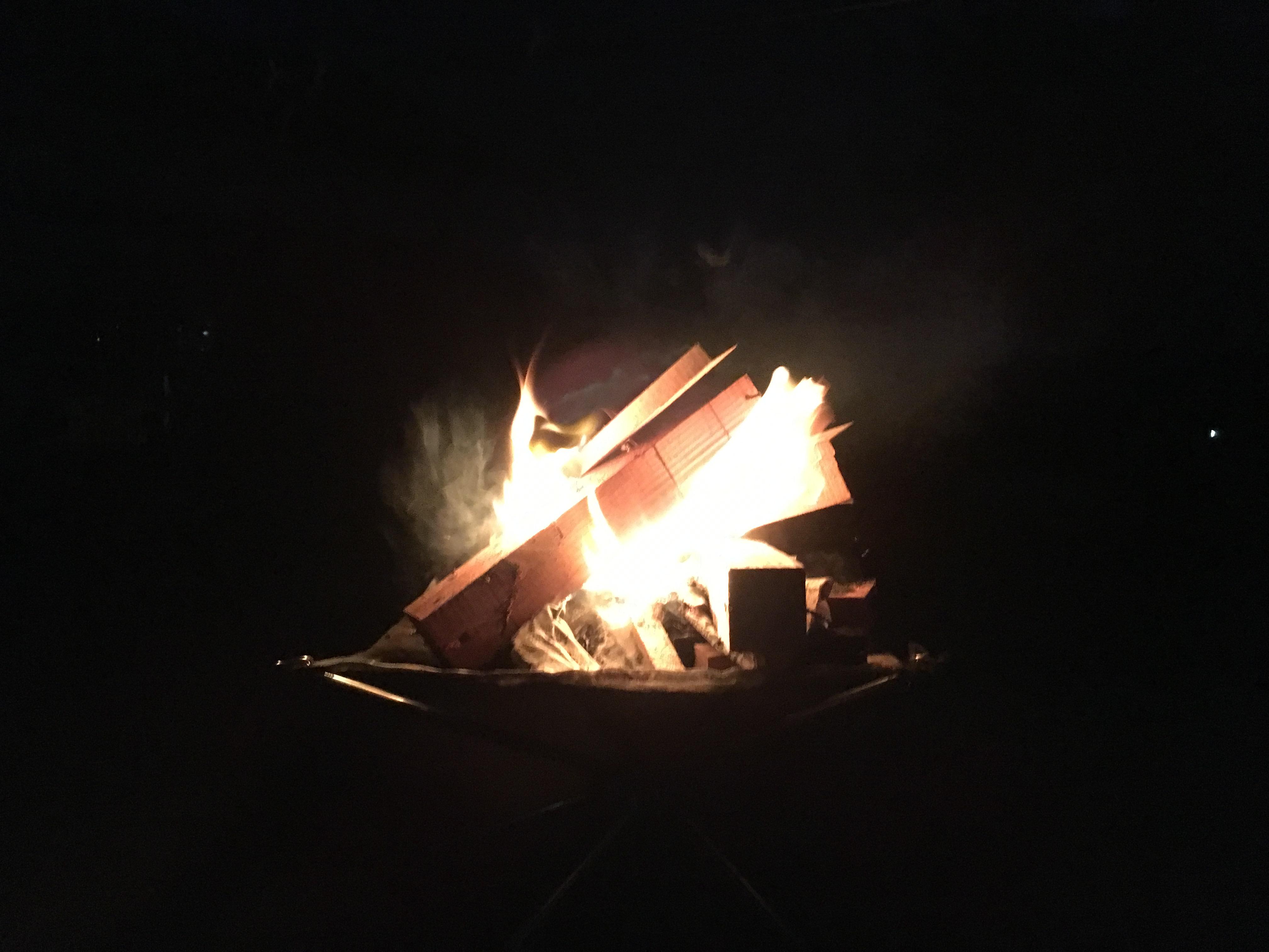 敷地内に焚き火台がありますので自由にお使いください。