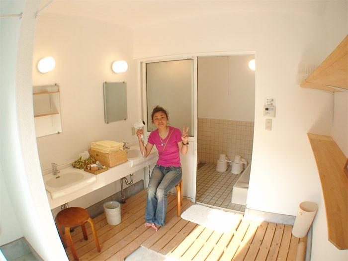 洗面台はいつでもご利用ください。ドライヤーも完備しております。シャワーのみご利用で500円/1名/1日 備え付けタオルあります。