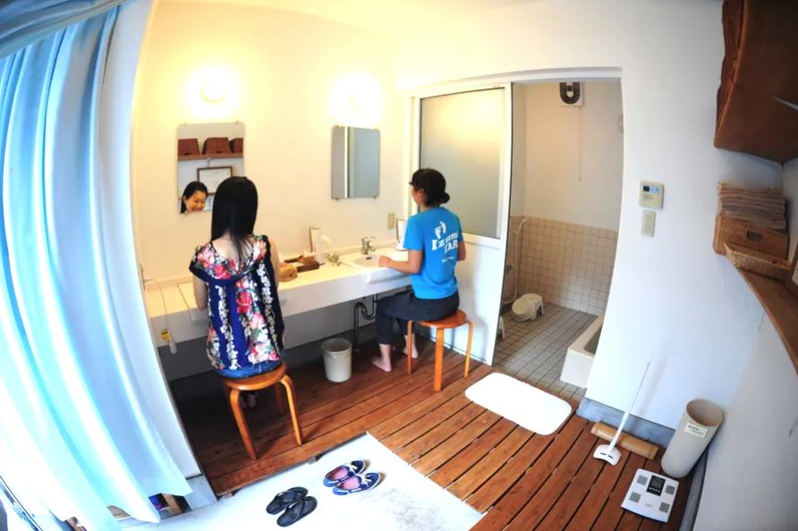 トイレ・浴室のお掃除ガンバっています!温泉いいお湯です!備え付けタオル1日1枚付き、更衣室、ドレッサー、ドライヤー、シャンプー、リンス、ボディーソープ