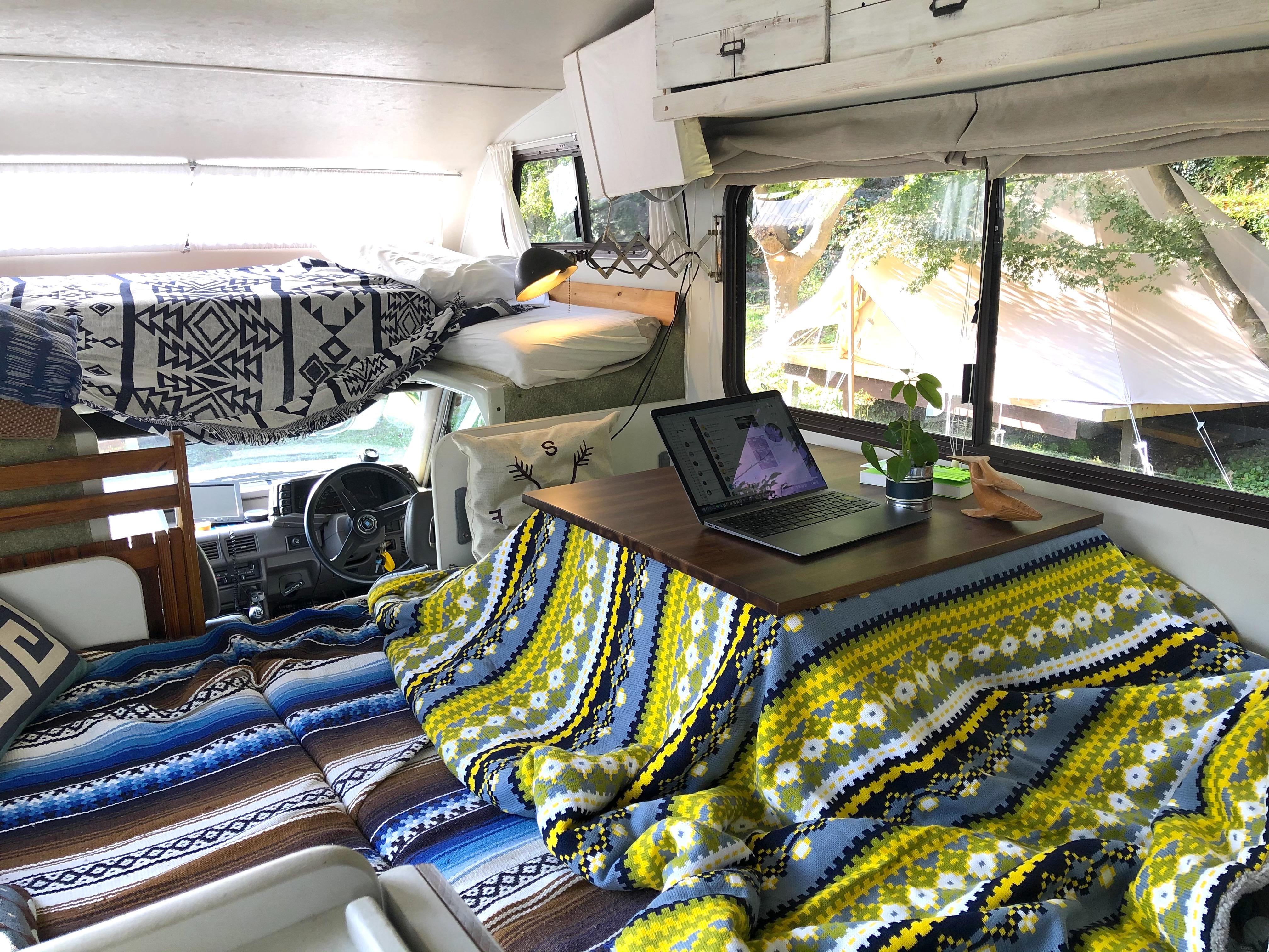 【1日限定1組】こたつキャンピングカーに泊まれる!お座敷こたつスタイル登場!手ぶらでもOK!大人2名さま+小さい子供2名さまぐらいまで宿泊できます。(事前予約が必要です)車内でお料理はできません。