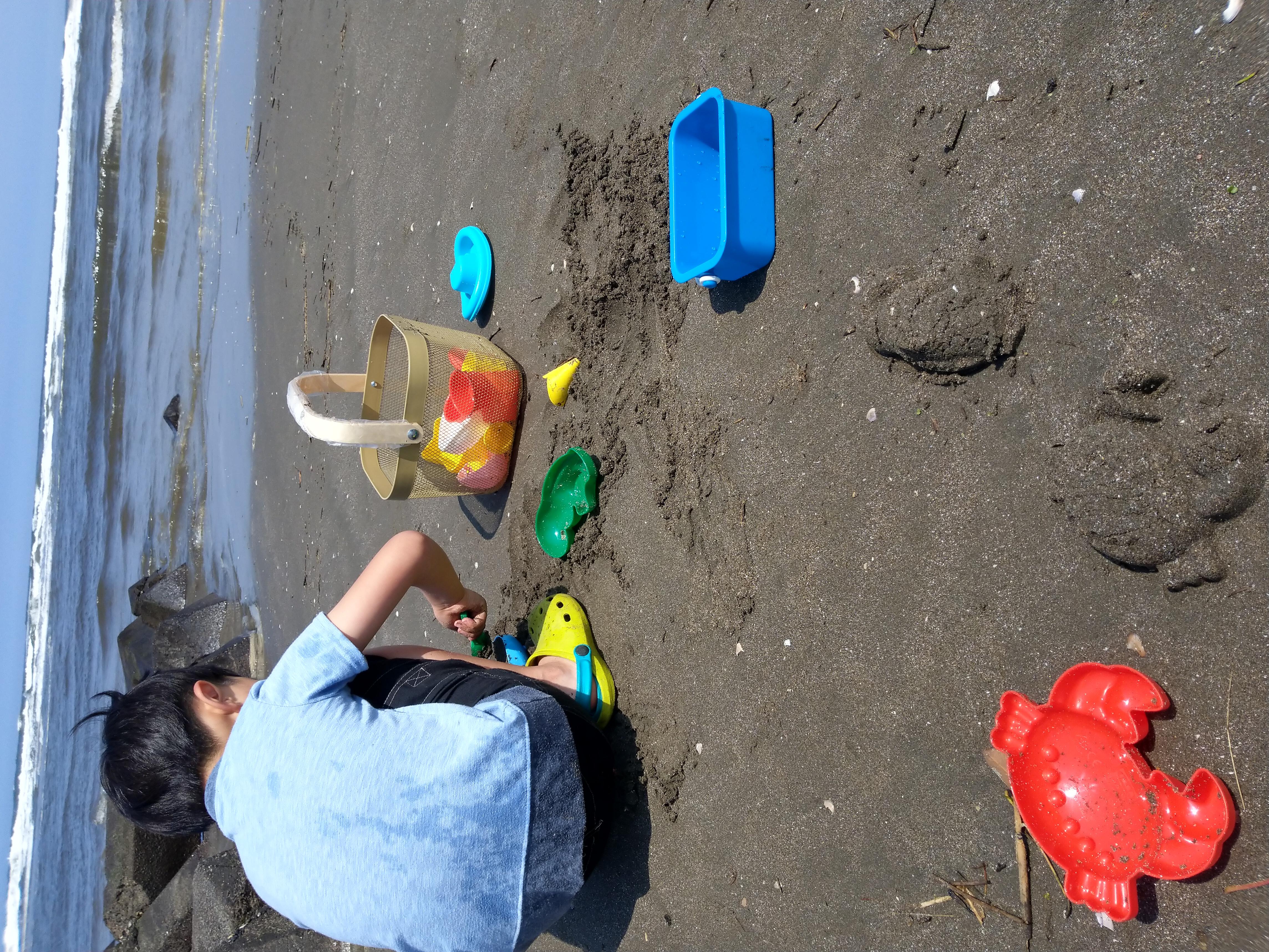 砂遊びおもちゃ自由にお使いください。