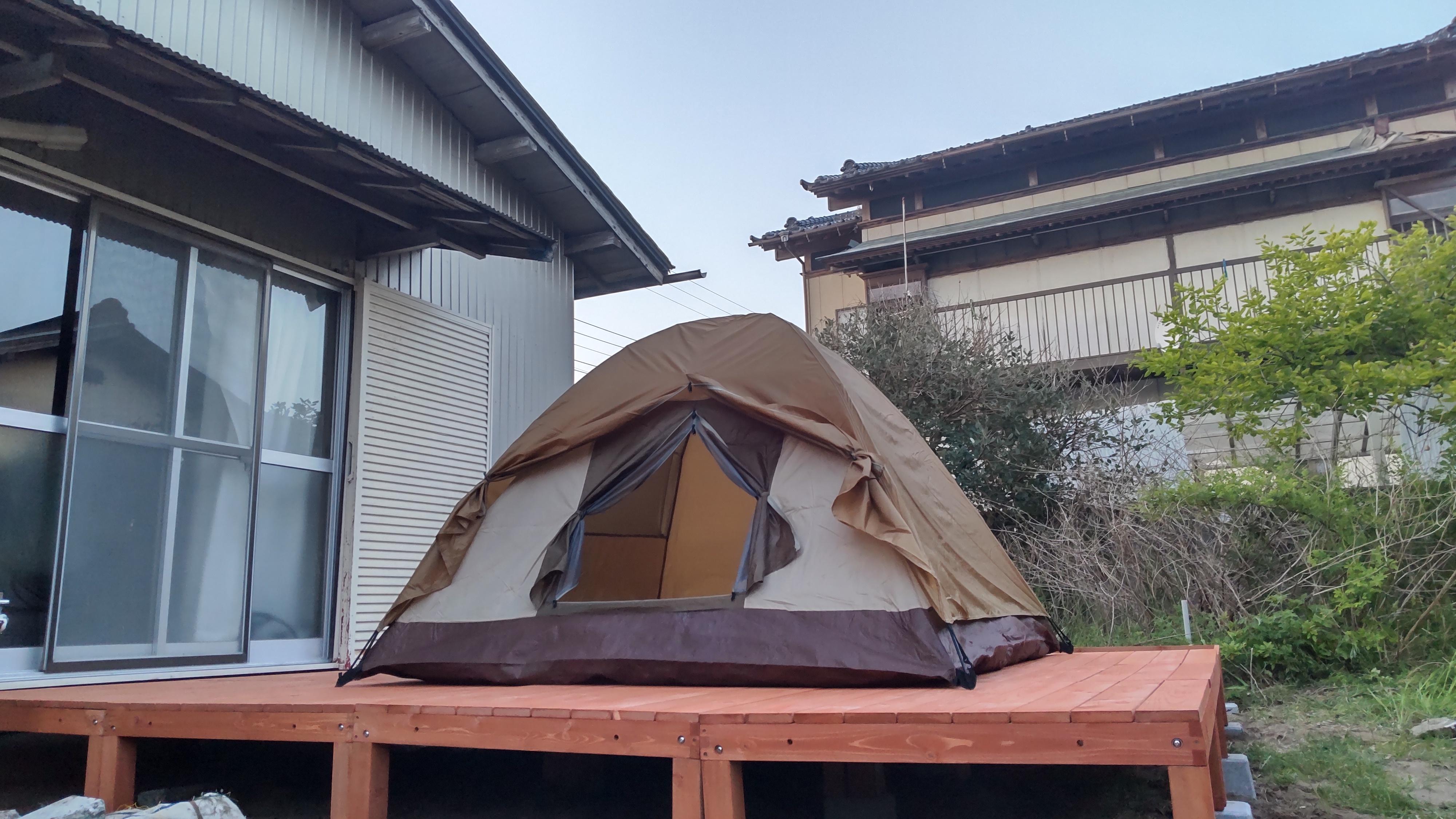 テント設置イメージ ご希望により、ウッドデッキ用ペグも貸し出し可