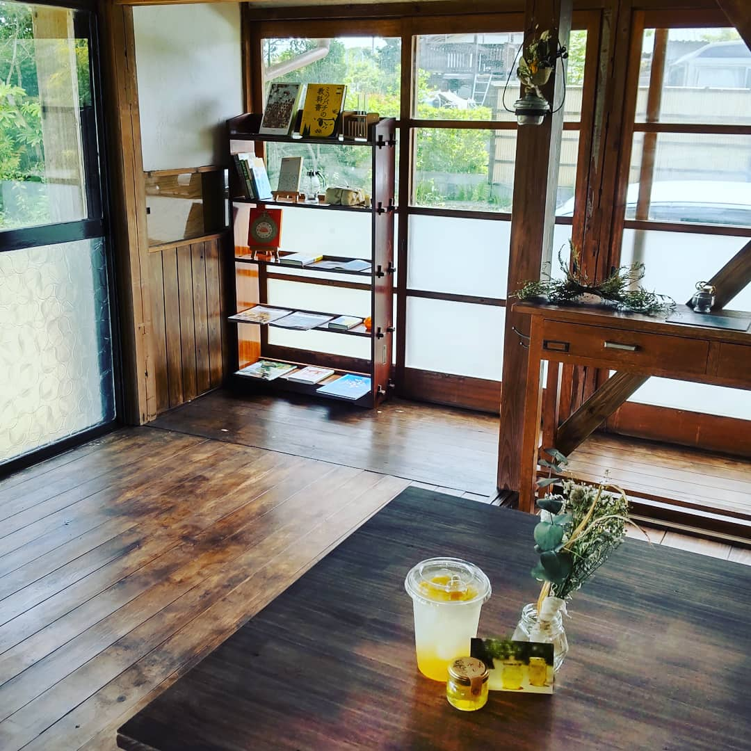 大網白里市 自家製蜂蜜八八ラボカフェ。