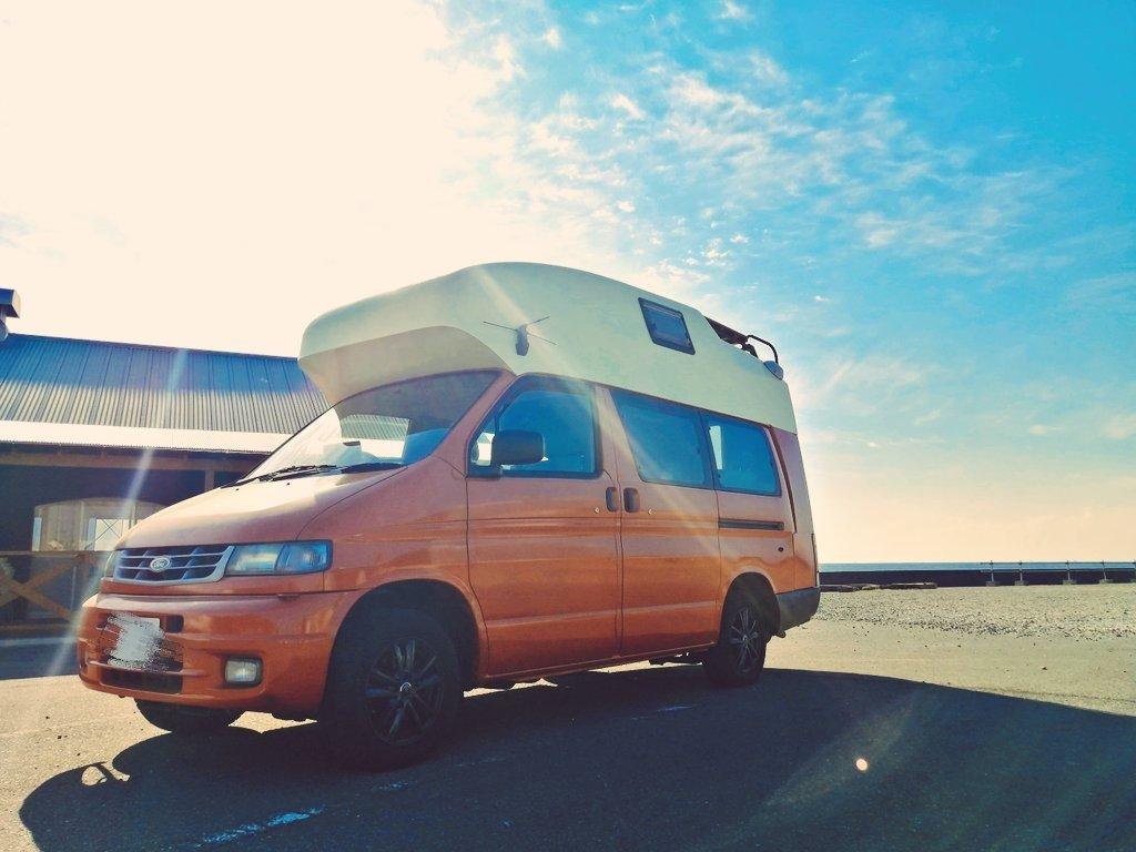 (1)外観(オレンジ色の車体がとにかく映えます)