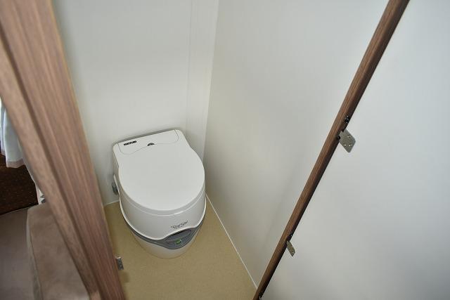 マルチルーム 緊急用のポータブルトイレ(1回300円)、着替えスペース、収納スペースとしても利用可