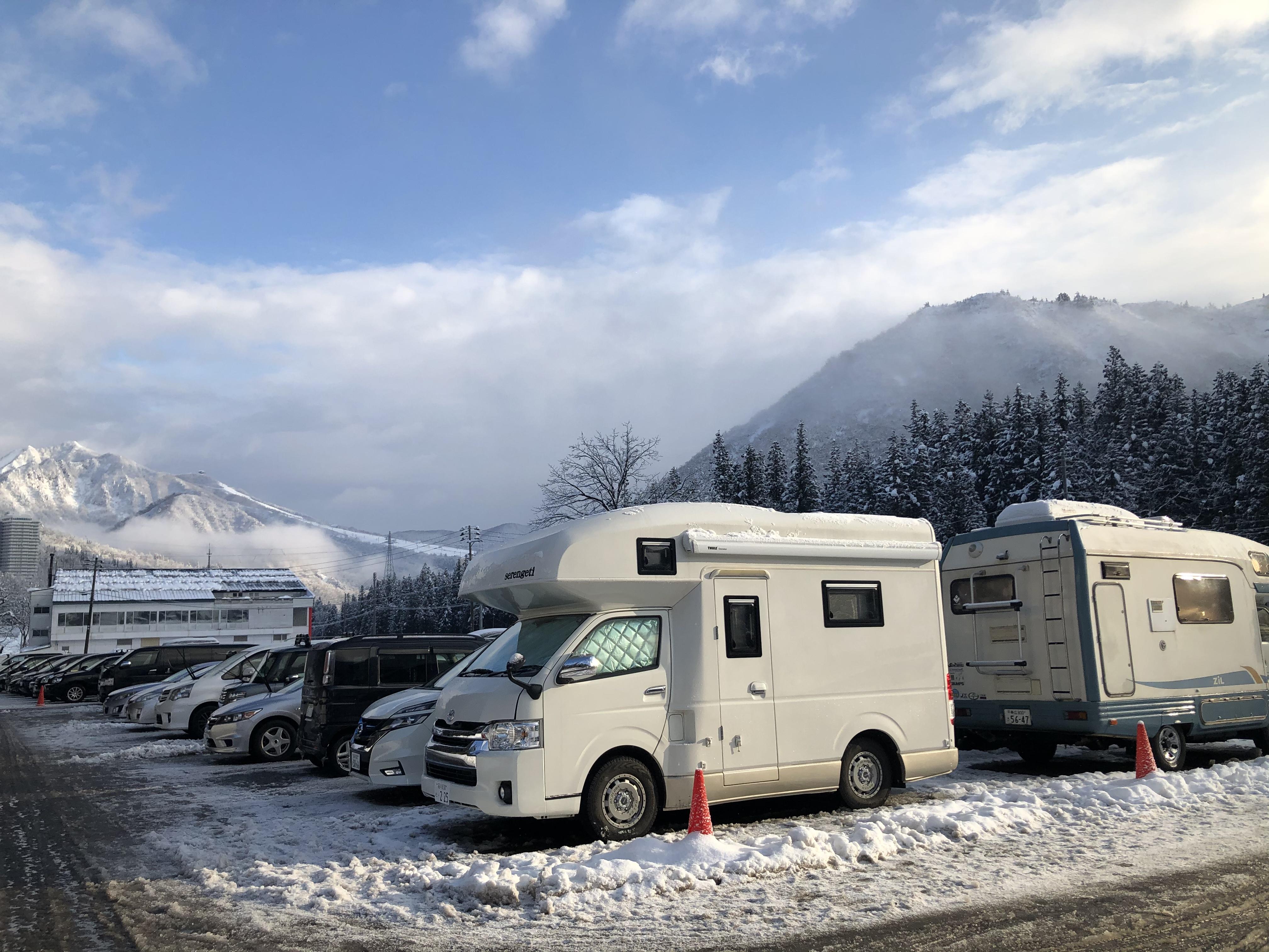 冬シーズンはスキー場で車中泊して朝イチで1stトラック思う存分楽しんでください‼️(新潟・神立スノーリゾート)