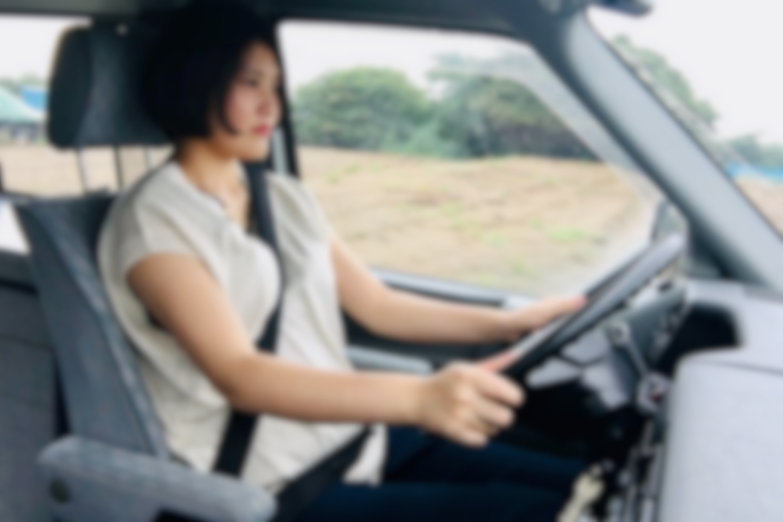 左ハンドルですが、嫁でも運転できます。見切りが良く、真四角なボディので、意外と運転しやすいですよ♫