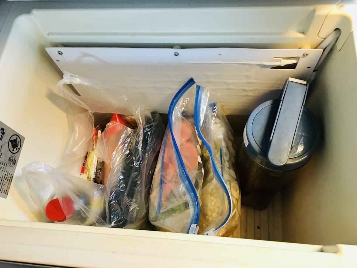 ギンギンに冷える冷蔵庫。氷作れます。麦茶のピッチャー入ります。