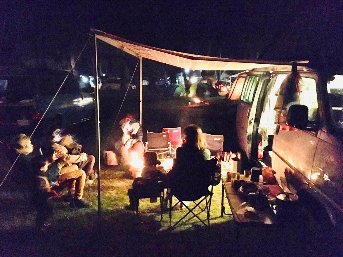 【夜景】焚火グッズ無料!夜も楽しくお過ごし下さい♪(ワーゲン乗りキャンプの様子です)
