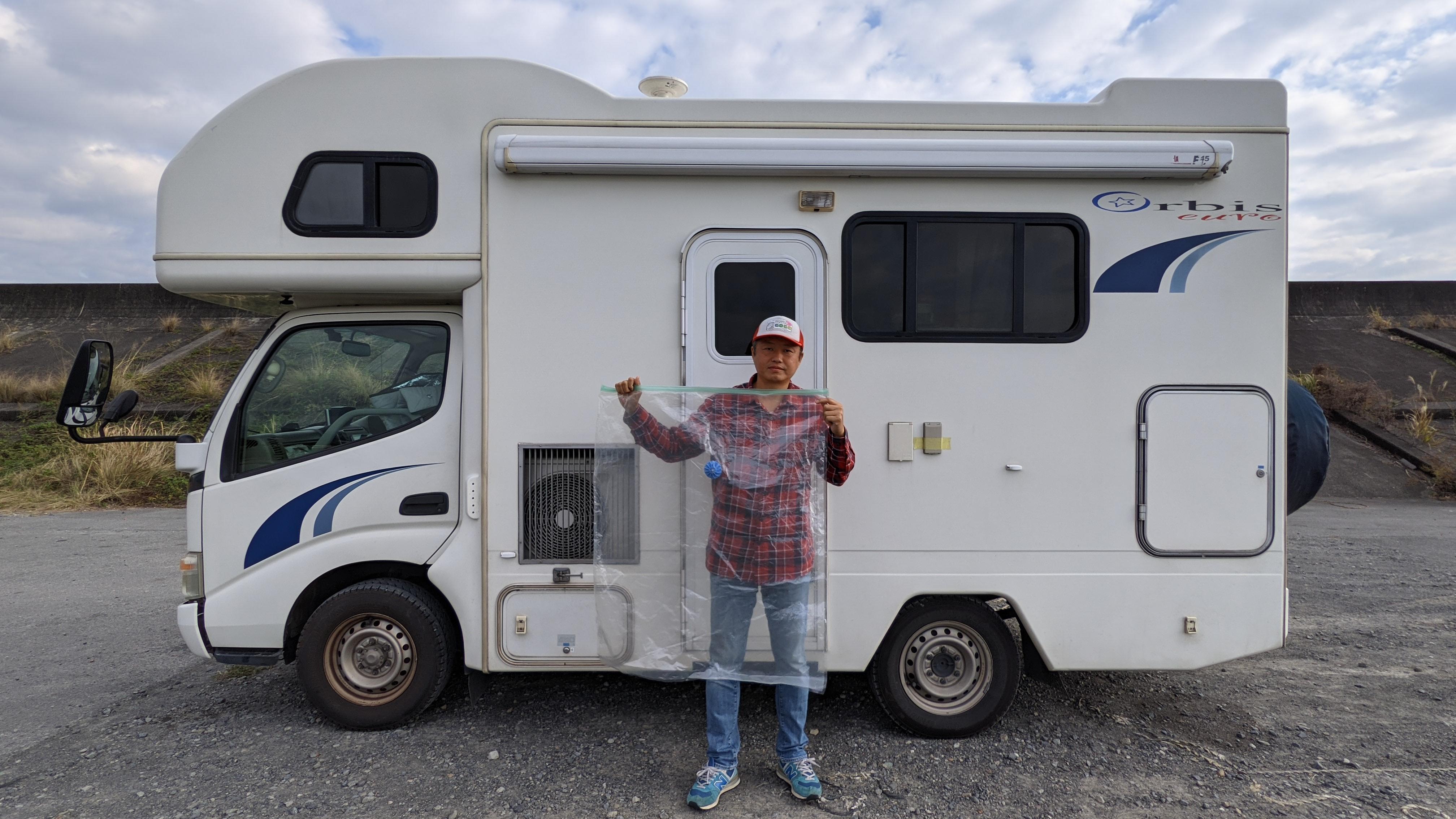 1年分の荷物を搭載!キャンピングカーに暮らす夫婦の、冬の荷物の収納方法