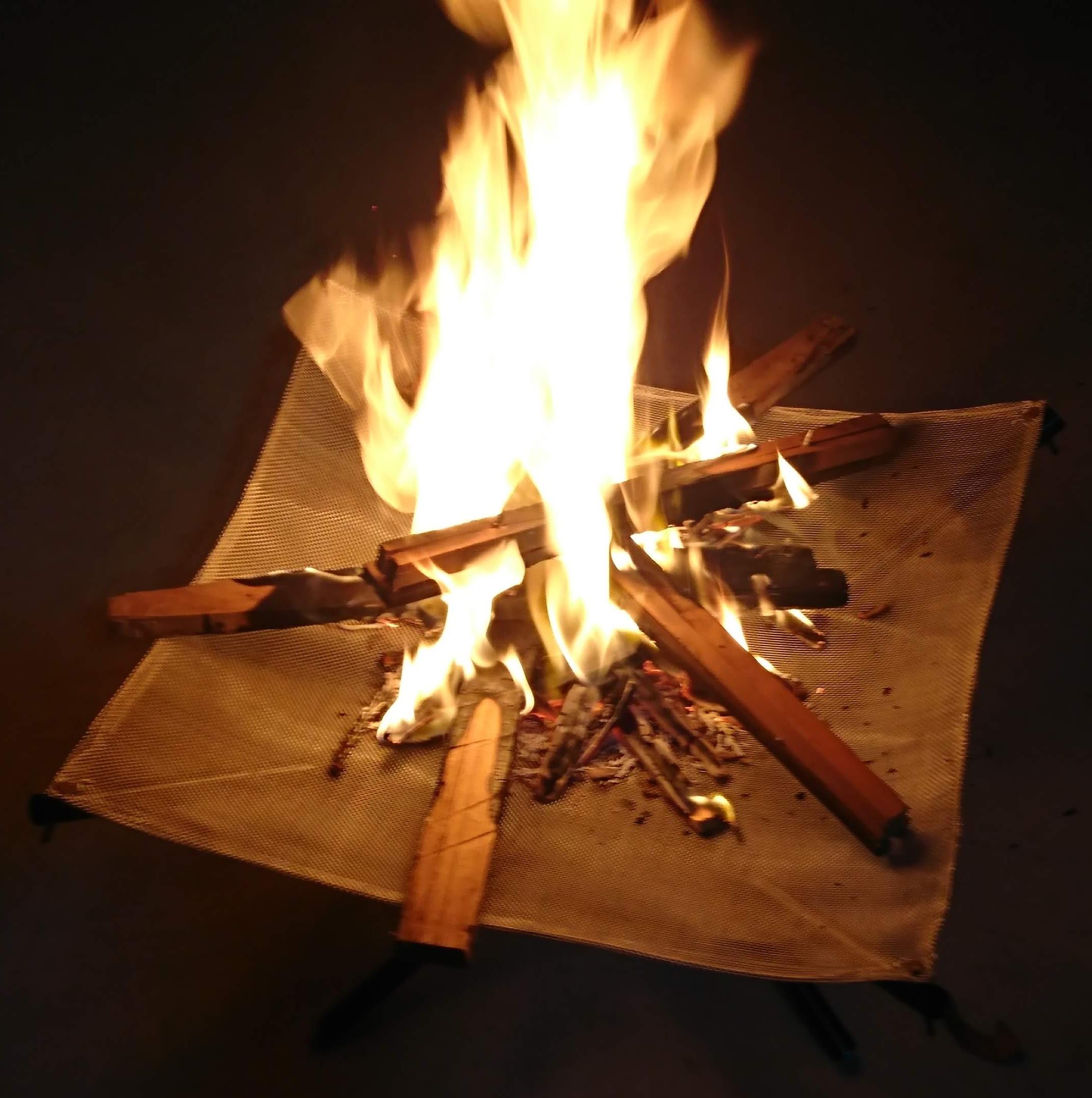 焚き火台もあります。薪も無料でご提供します。