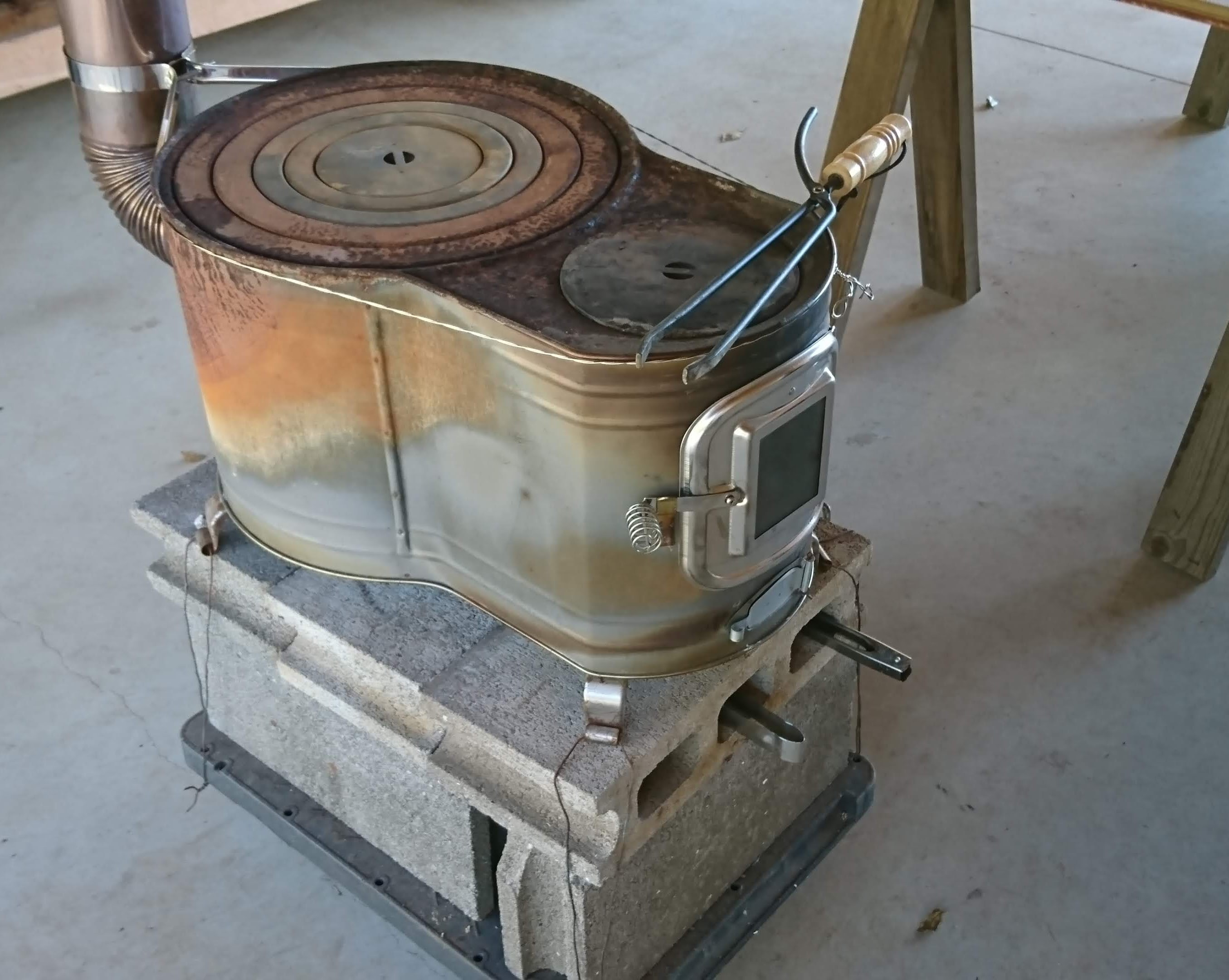 薪ストーブもあります。羽釜や薪も無料でご提供します。