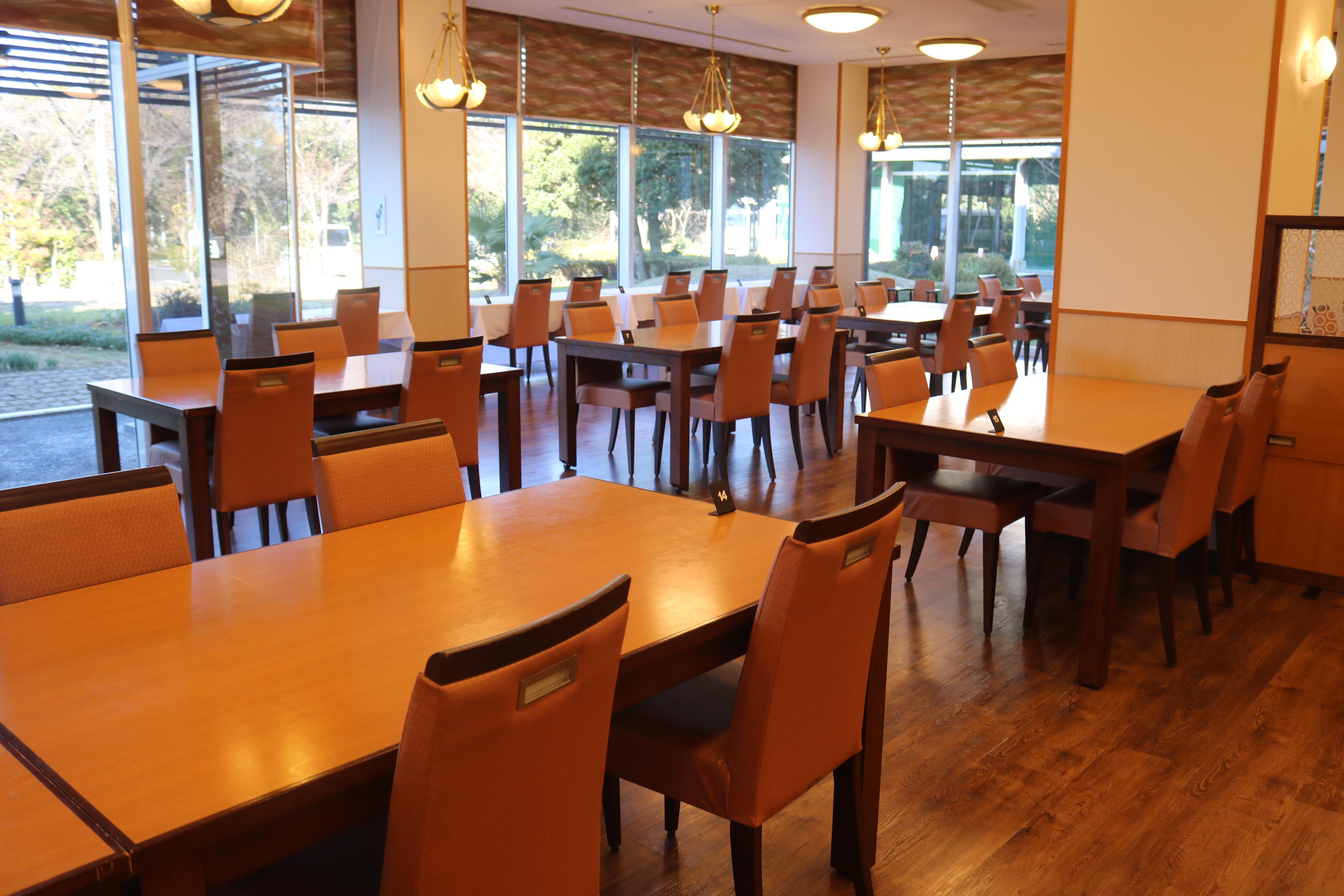 落ち着いた雰囲気のレストラン(要予約)