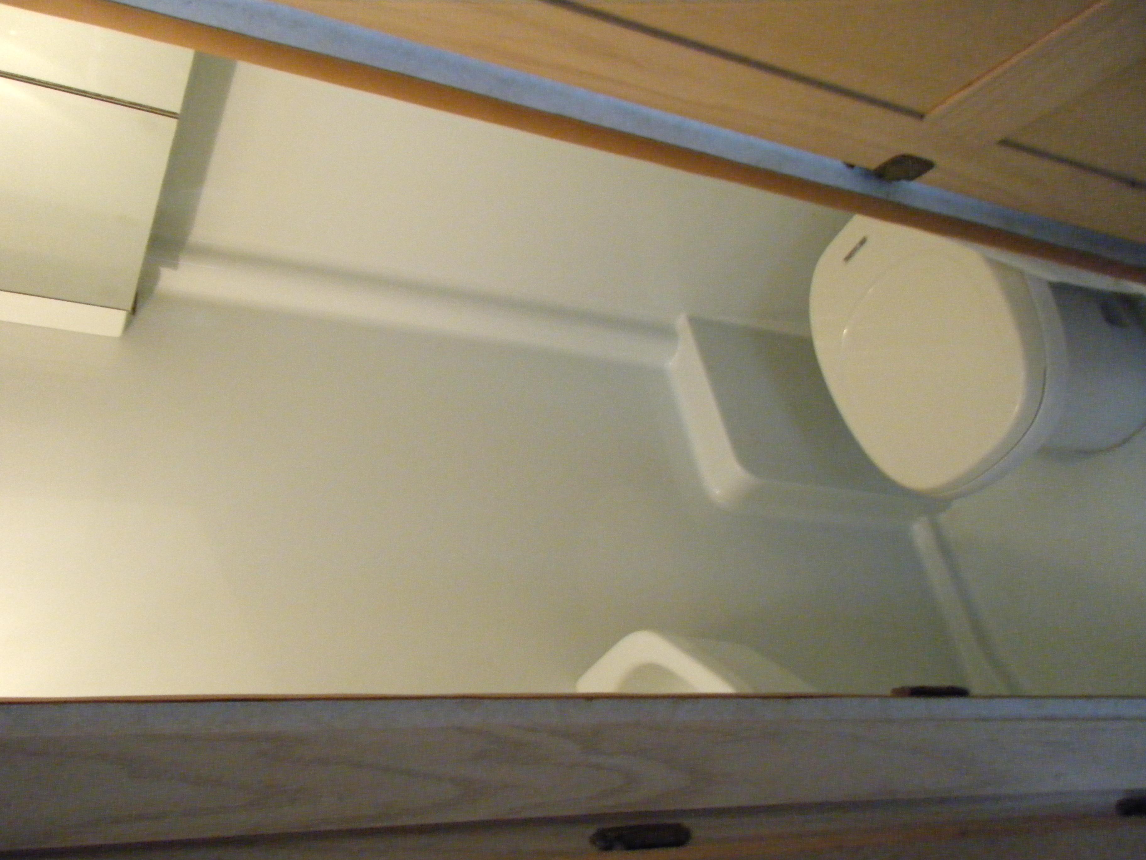 トイレ、シャワー、洗面台(排水処理はご返却後、こちらでしますので排水不要です)