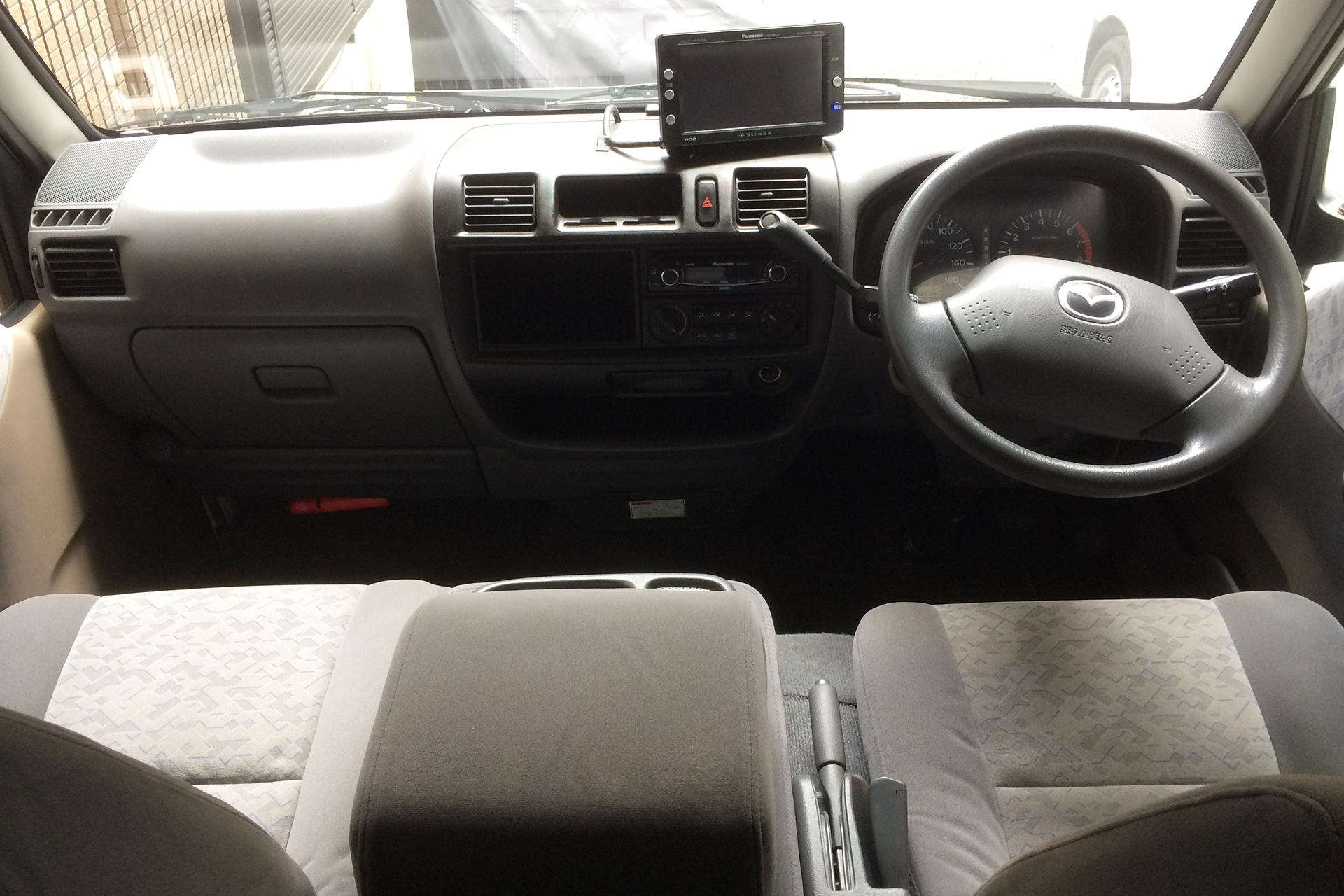 内観( 運転席+助手席 )AT車です。