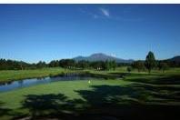 晴山ゴルフ場は徒歩2分です。天気が良ければ、浅間山を眺めながら快適なひと時がお過ごしいただけます。
