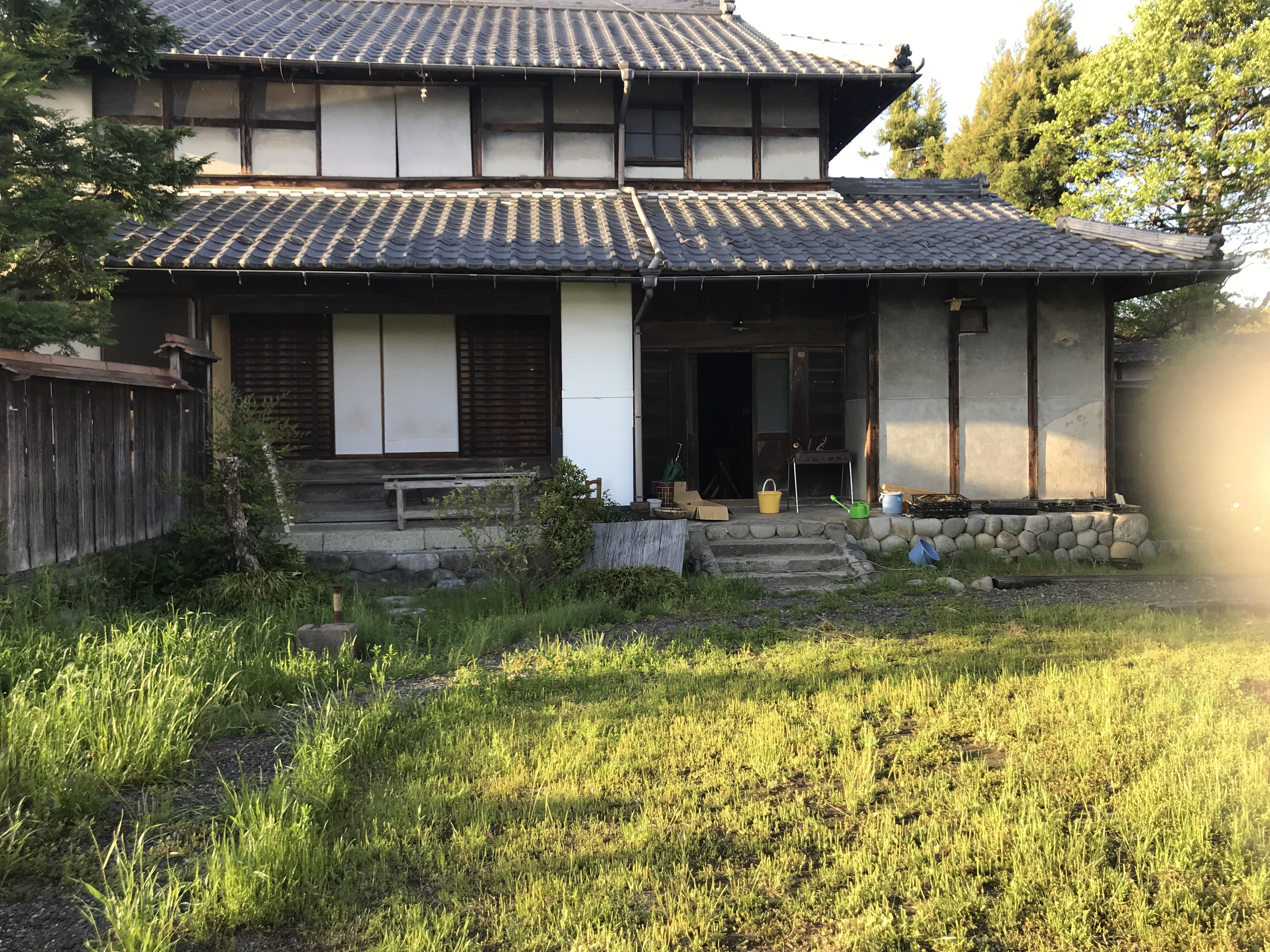 ホニャラノイエです。築110年の古民家。夕食と朝食は、この家の中で一緒に食べましょう!