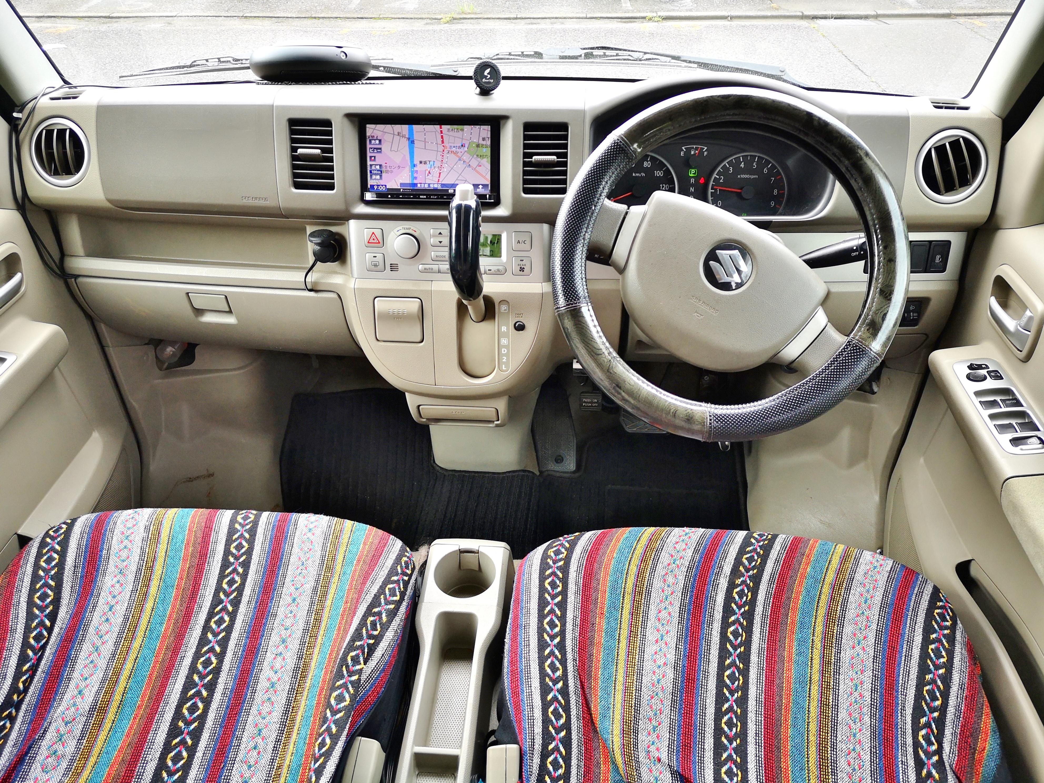 4)内装(運転席と補助席)