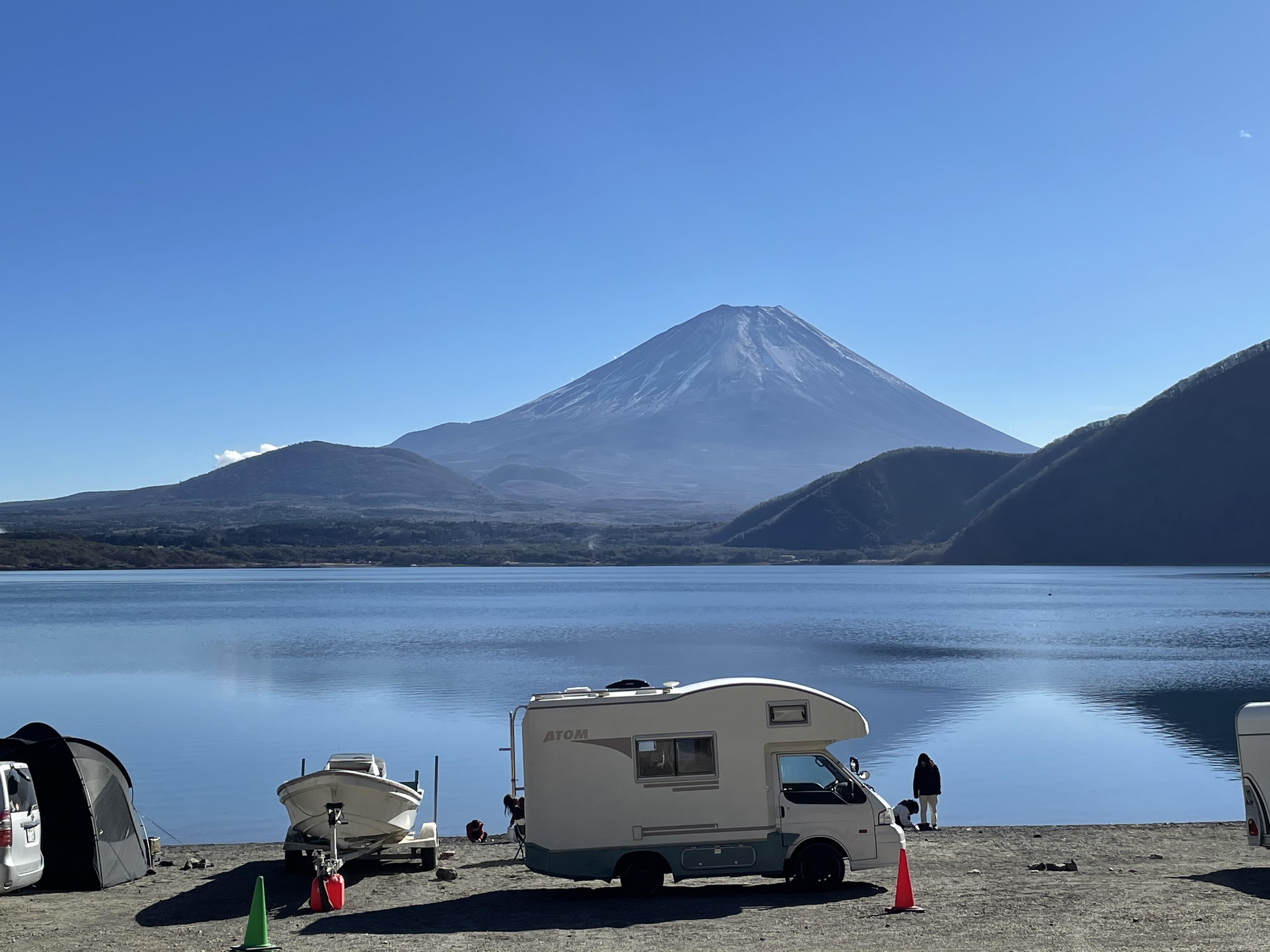 本栖湖にて 富士山と