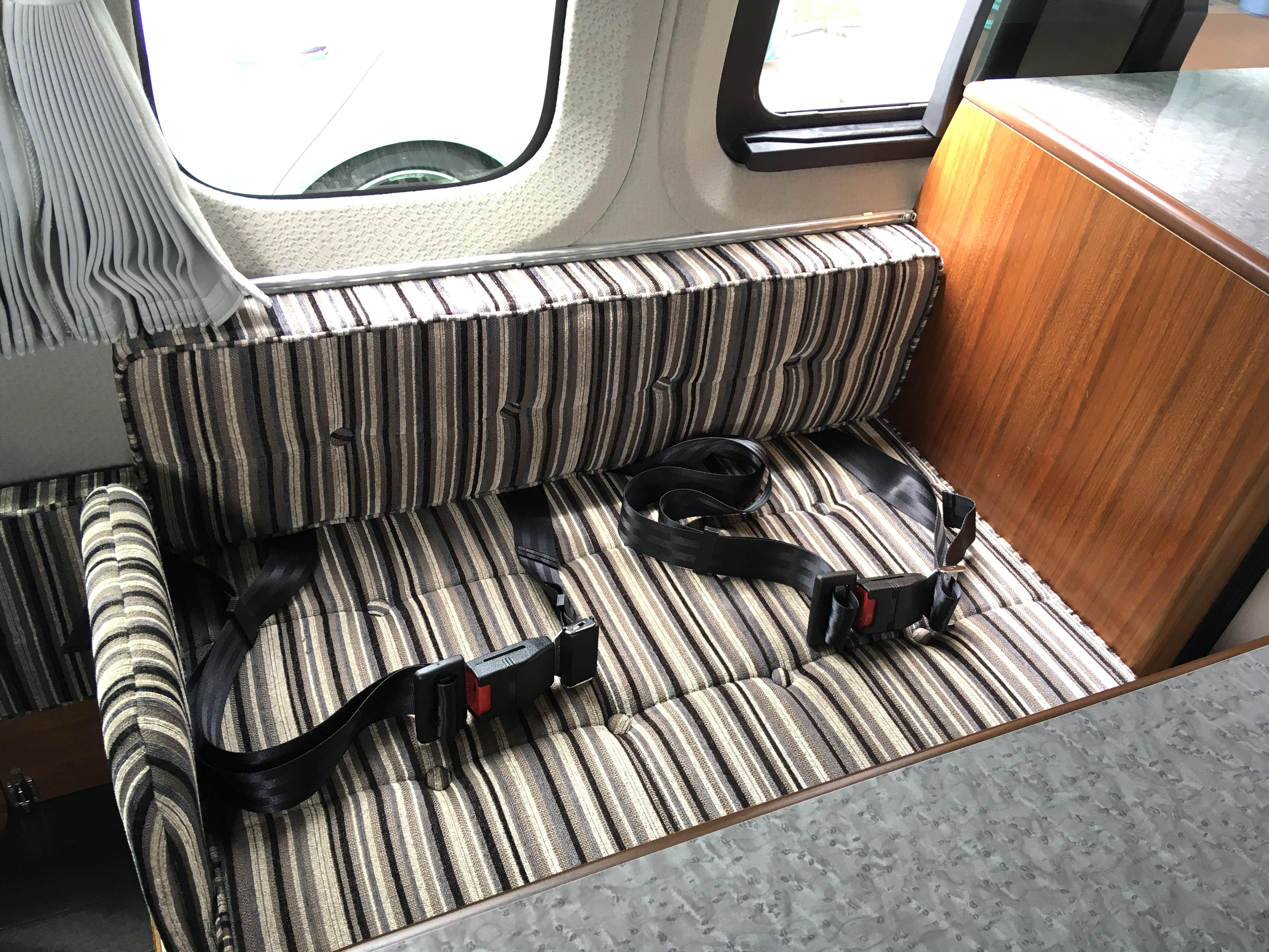 (6)内観 サードシート シートベルト完備