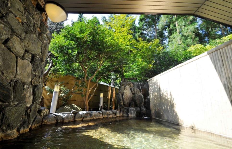 近隣温泉   「ホテル板室」(利用可能時間)14:00~18:00 (ご利用料金)大人¥600/人、子供¥250/人[小学生以下] 残念ながら現在臨時休館中のようです 近隣に多数日帰り入浴施設あります