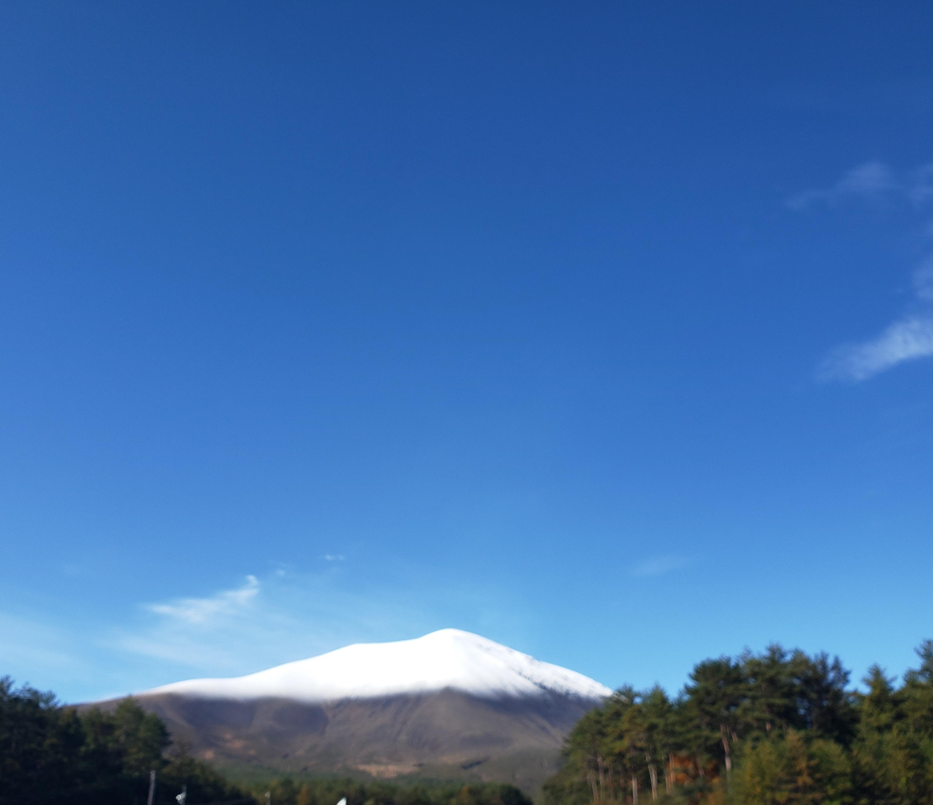 初冬の浅間山:ステーションからも少しですが浅間山が望めます♪