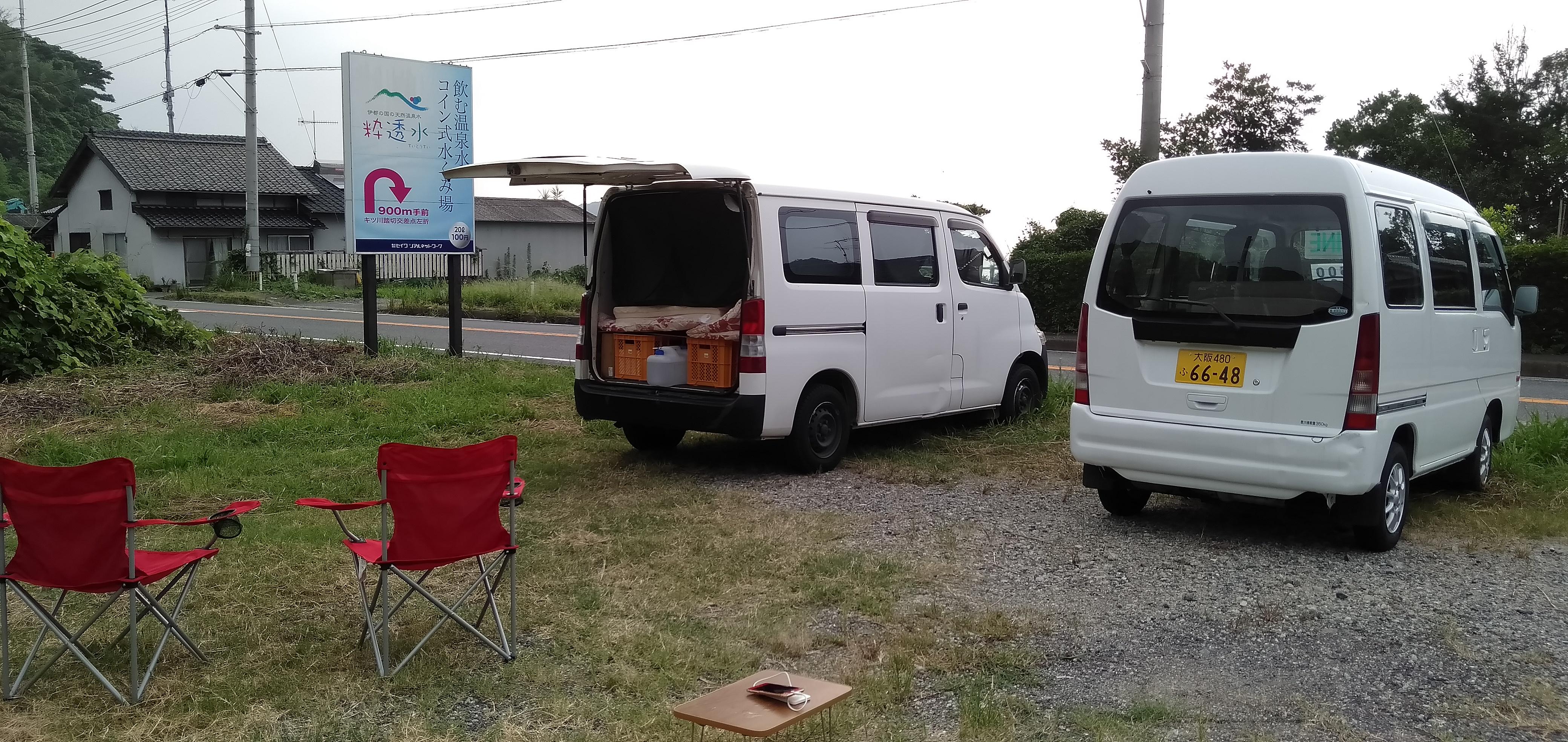 キャンプチェアーを広げてコーヒーを楽しみますか?ビールを楽しみますか?