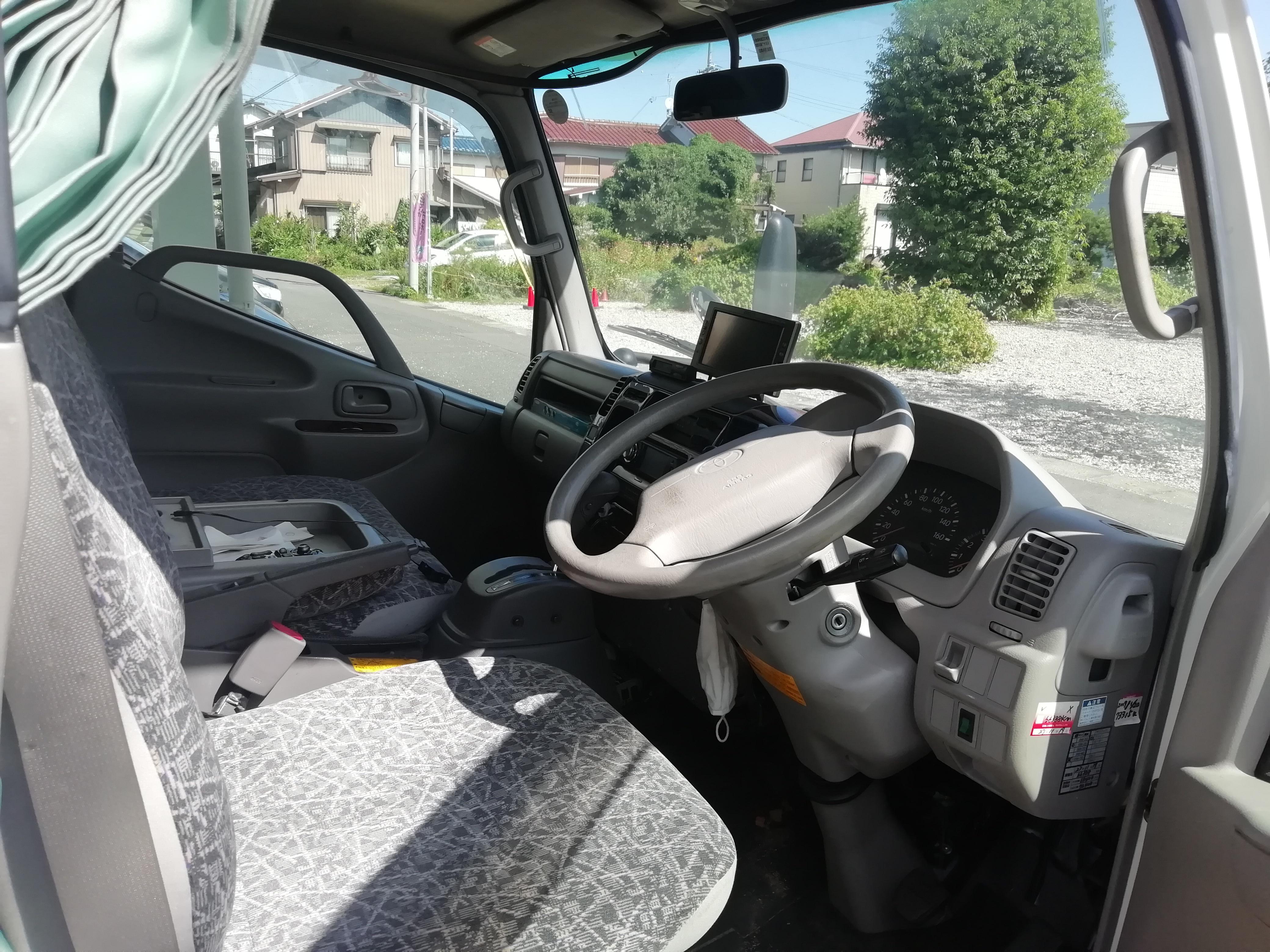 (4)内観(運転席)