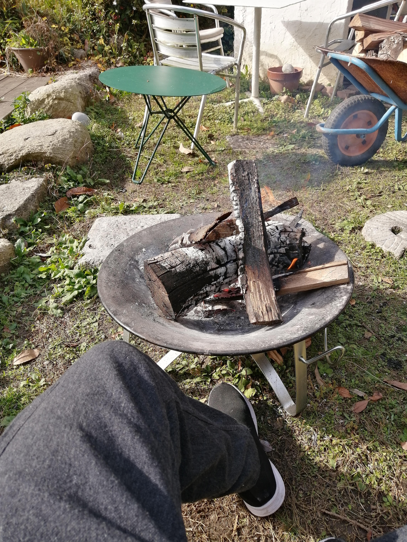 店の庭では焚き火を楽しめます