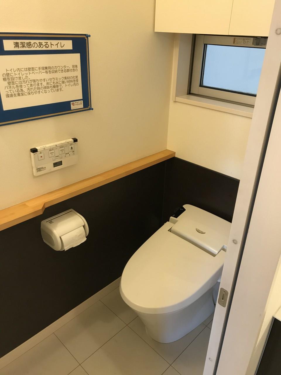 トイレは、建物内にあります。ご自由にお使い下さい。