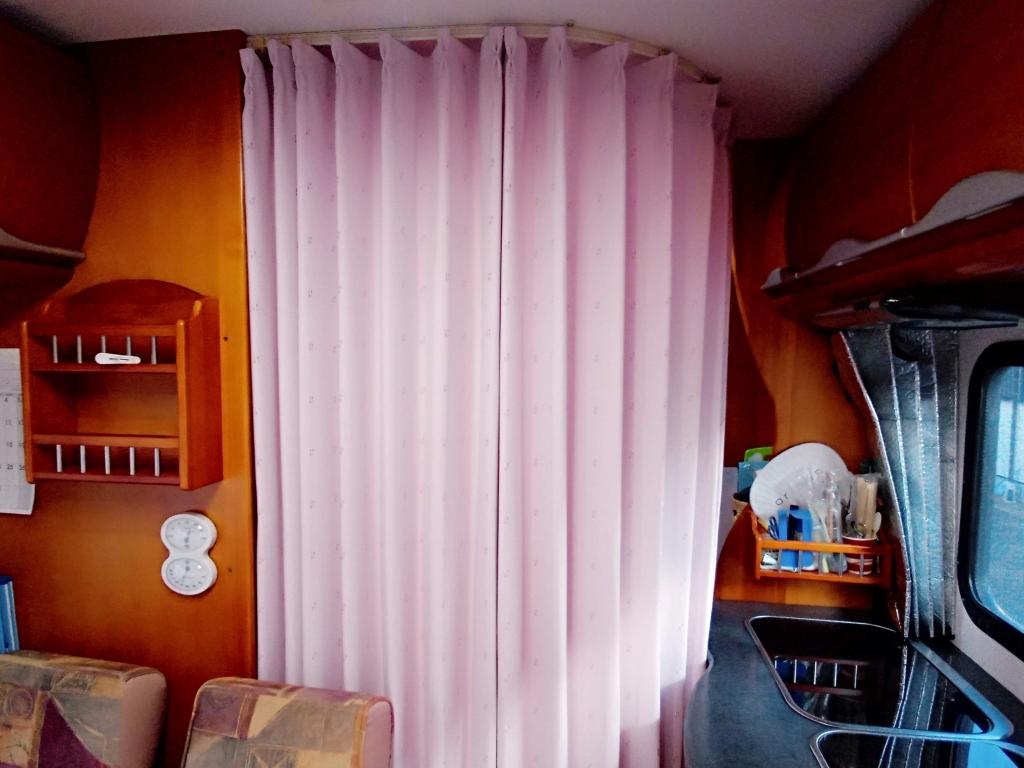 (15)更衣室(カーテン仕切り)