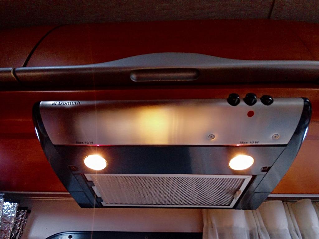 (17)キッチン換気扇+キッチン灯