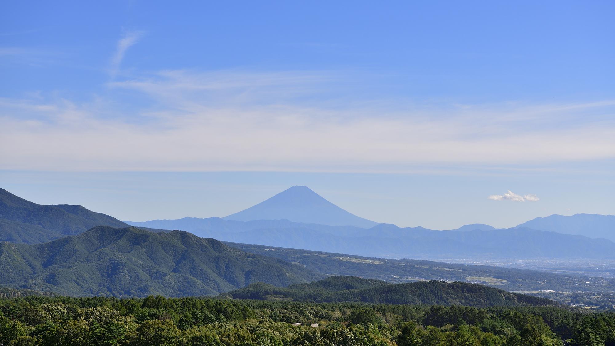 ホテル屋上展望デッキより富士山