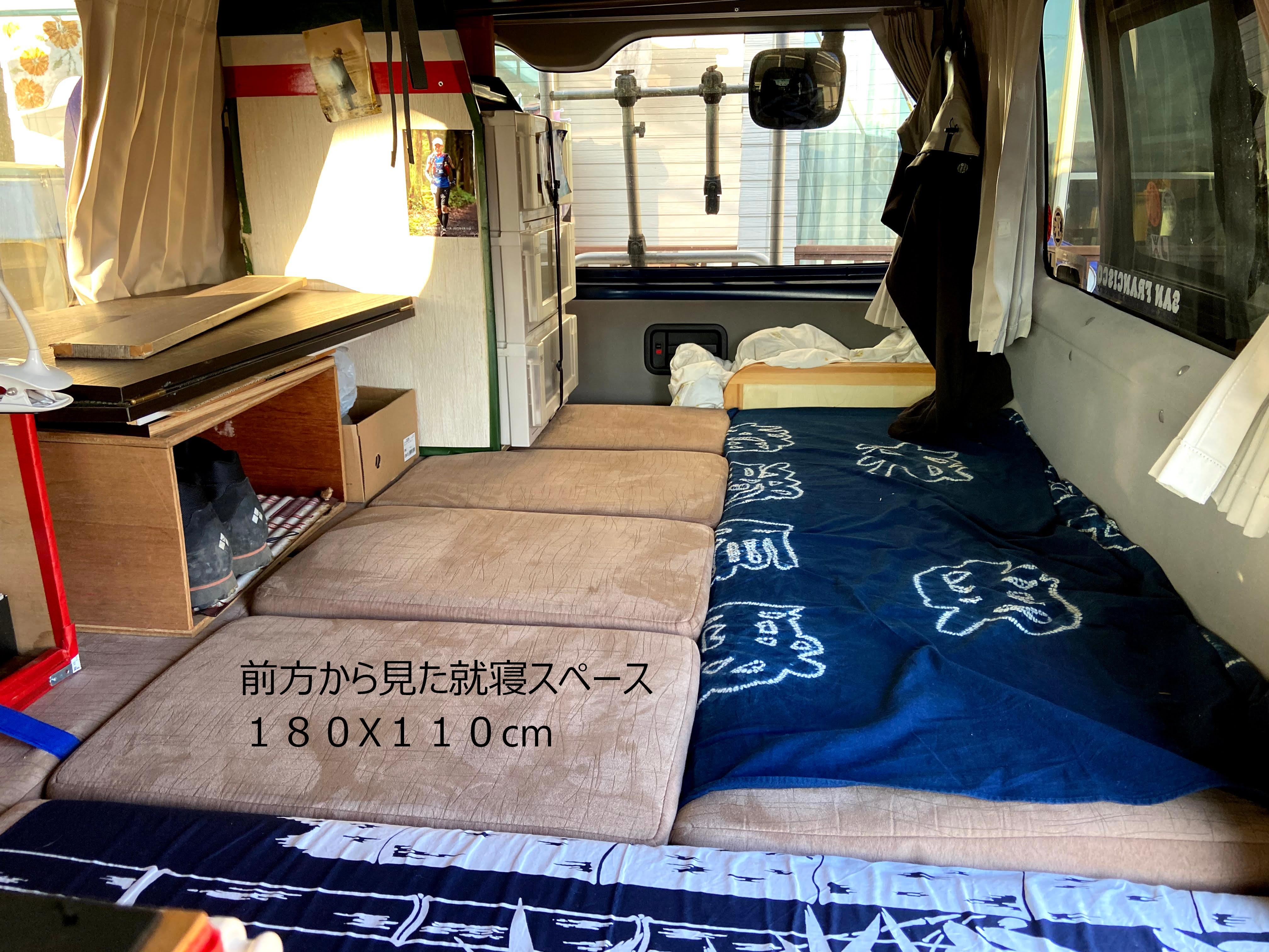 就寝時の内観 大人が2人就寝可能です  カーテンもありますのでプライバシーは確保できます