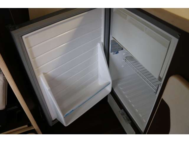 (10)設備(冷蔵庫)49リットル冷蔵冷凍庫です。