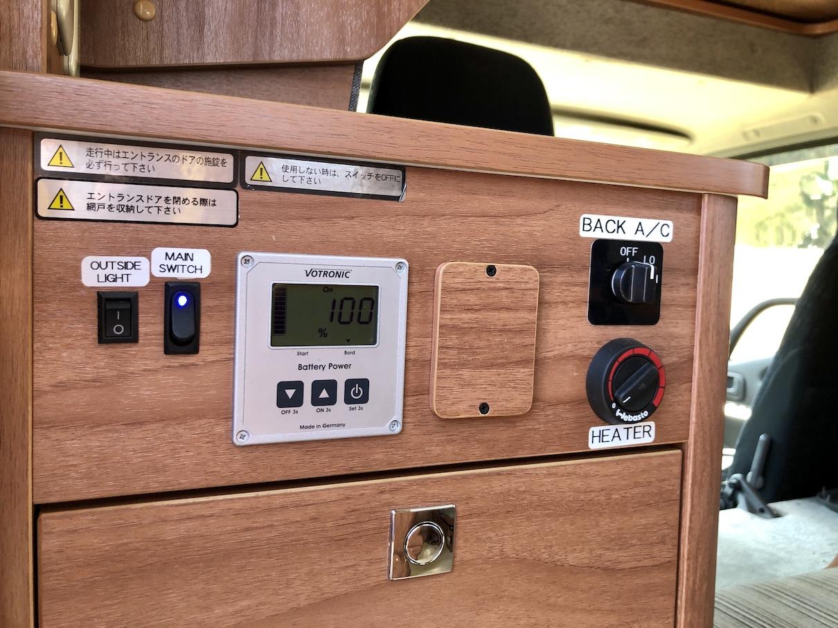 バッテリーモニターなどのスイッチパネル